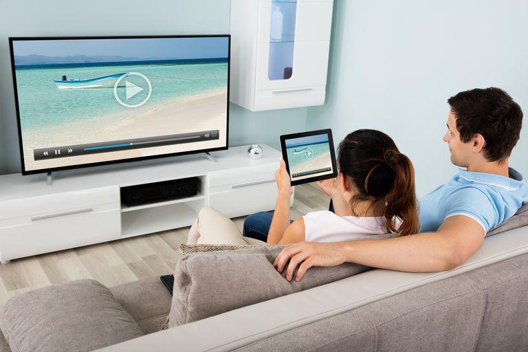 5 Jenis TV Yang Support Screen Mirroring dengan Smartphone